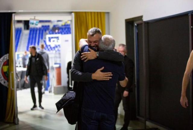 Ομπράντοβιτς – Σάρας: Η αγκαλιά που γύρισε τον χρόνο πίσω (pic) | panathinaikos24.gr