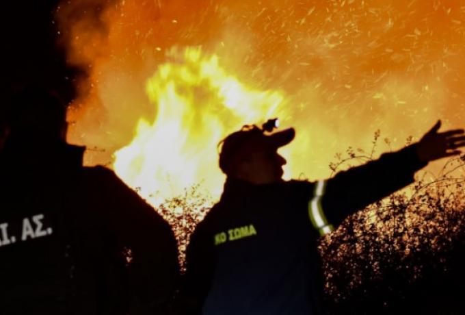 Μεγάλη φωτιά στην Αργολίδα -Τραυματίστηκε πυροσβέστης, απειλούνται σπίτια   panathinaikos24.gr
