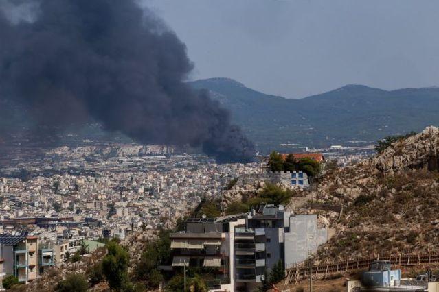 SOS στη Μεταμόρφωση – Το μήνυμα του 112 για την φωτιά – «Κλείστε πόρτες και παράθυρα, επικίνδυνοι καπνοί»   panathinaikos24.gr
