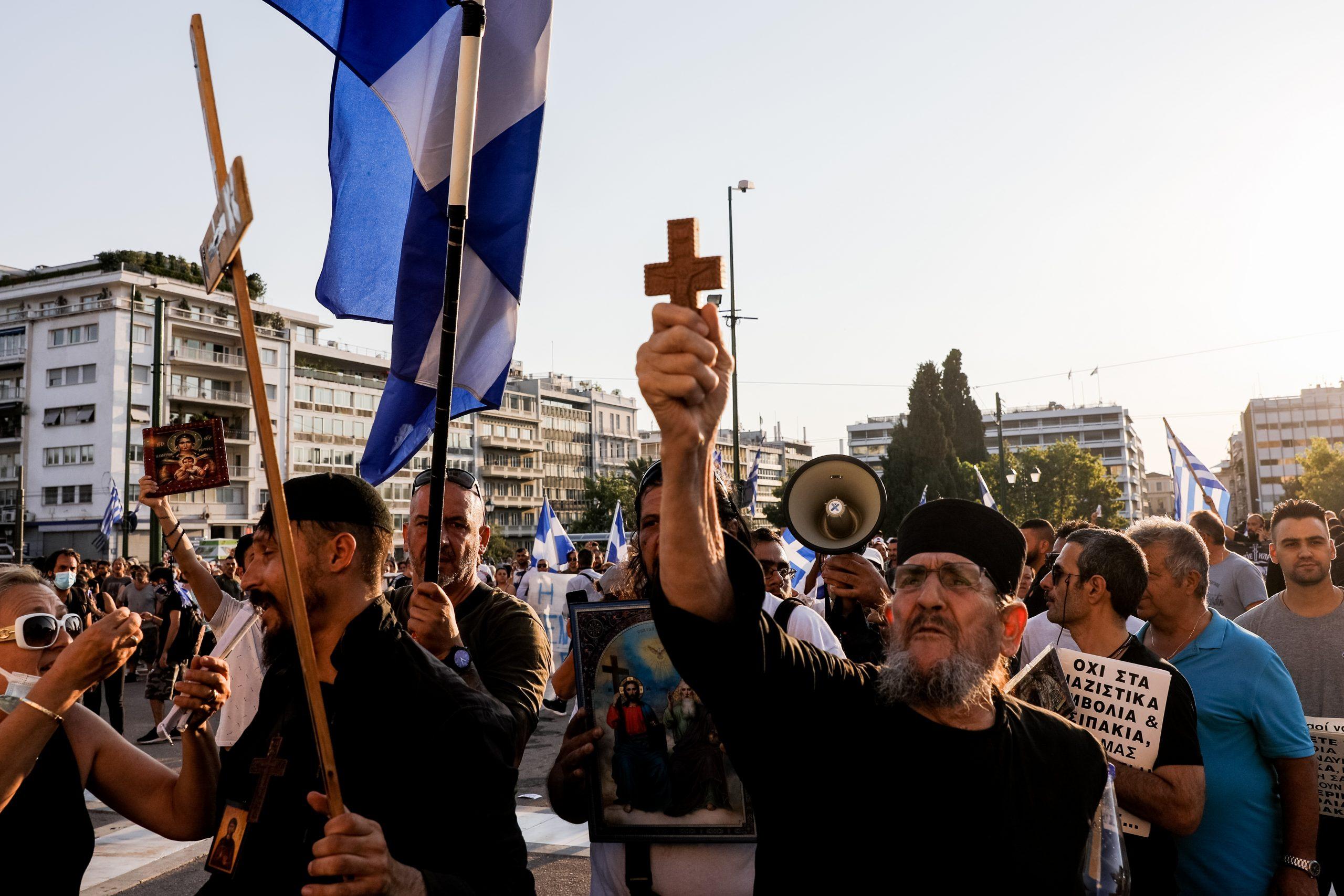 Αντιεμβολιαστές την «έπεσαν» σε δημοσιογράφο του ΣΚΑΪ – «Άντε ρε προδότες» (vid)   panathinaikos24.gr