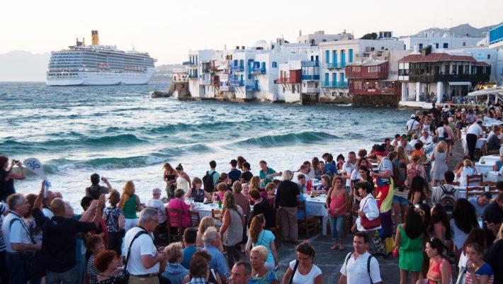 Δεν θα πιστέψετε τον τρόπο που βρήκαν τουρίστες για να διασκεδάσουν στη Μύκονο (Vid) | panathinaikos24.gr