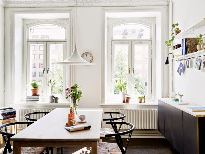 Bohemian-black-and-white-apartment-in-Sweden_3