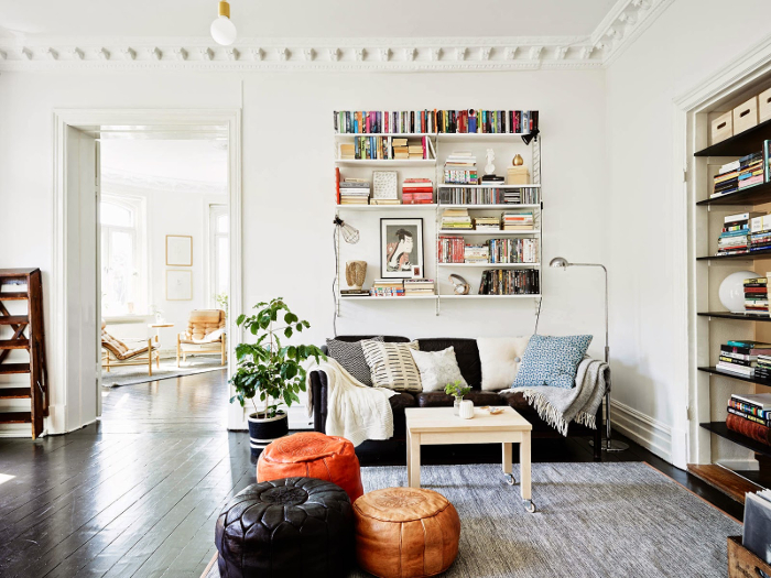 Bohemian-black-and-white-apartment-in-Sweden_5