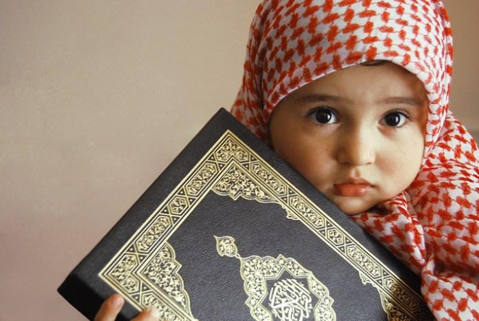 Manfaat kerudung untuk bayi muslim