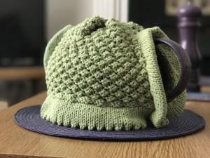 blackberry tea cosy in green: handle