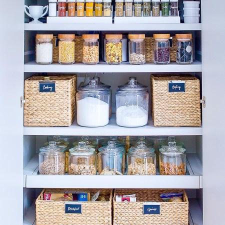 des idées de contenants pour ranger le placard alimentaire