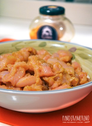 Pollo insaporito con curry
