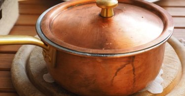 鍋には重曹クレンザー