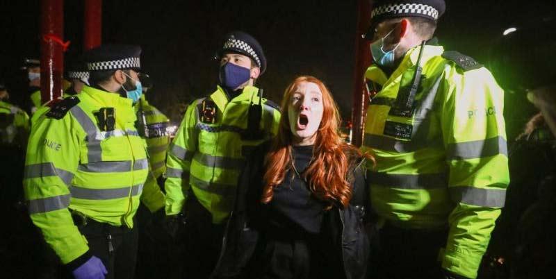 UK-Police-arresting-protesters