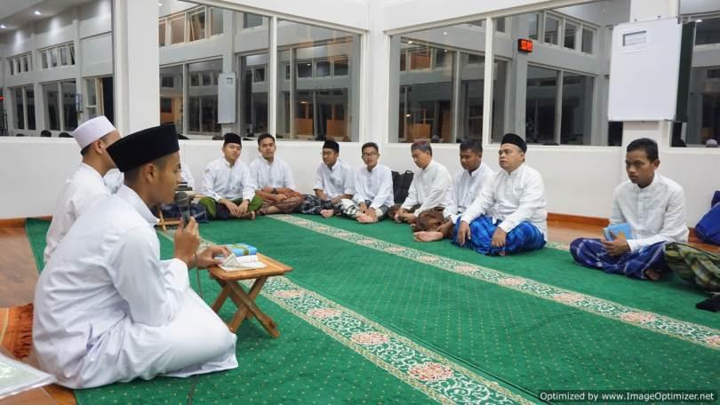 Suasana Pembelajaran Islam di Al Hikmah Boarding Batu