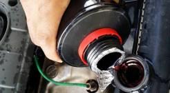 12. Isi cecair coolant. Cecair ini boleh dibeli di pusat servis, stesen minyak atau kedai alat ganti kenderaan.