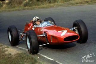 John Surtees bersama jentera Ferrari 158 di GP Niemiec pada 1964