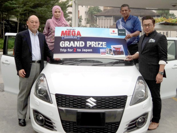 Grand Prize Winner Pn Syahrida & husband with Mr Keiichi & En Shahrul_1