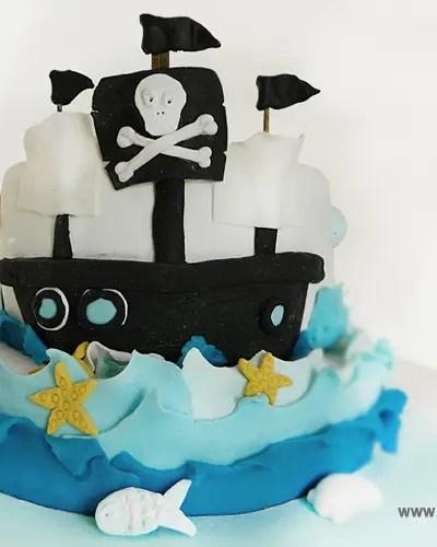 Torta in pasta di zucchero senza glutine: arrivano i pirati!
