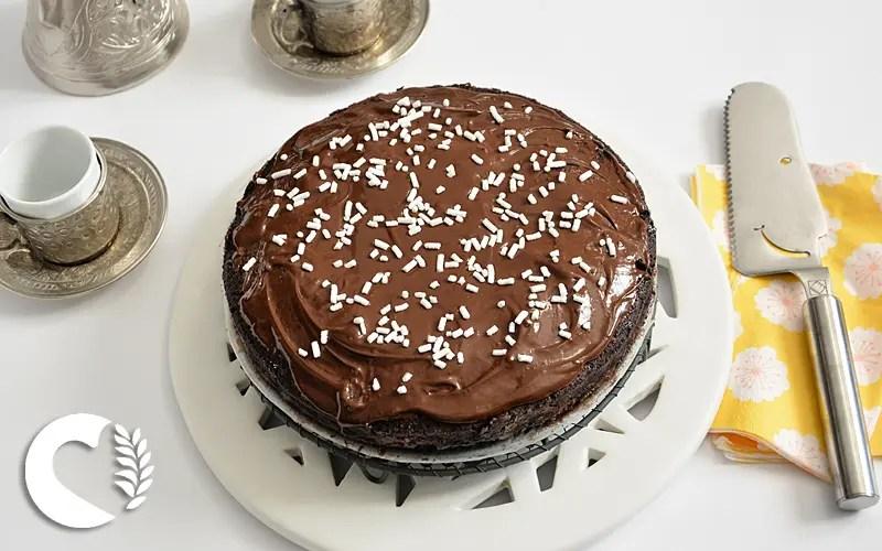 Torta al cioccolato con glassa senza glutine e senza lattosio