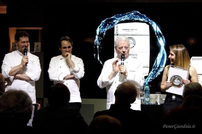 Maestro Iginio Massari Presentazione Farina per il rinfresco del lievito madre Dallagiovanna