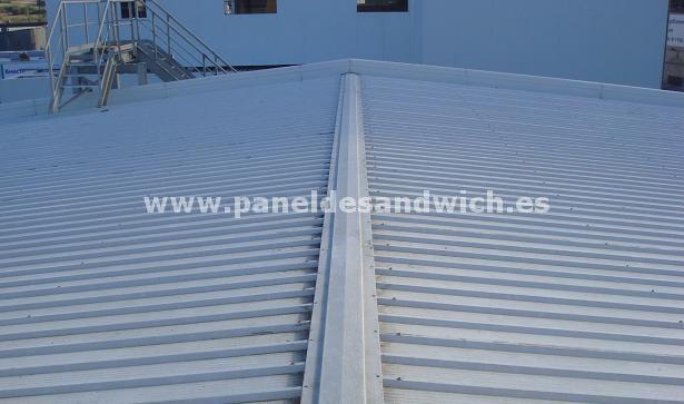 Gran aislamiento térmico en la cubierta para tejados de chapa sandwich con paneles frigoríficos