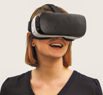 Frau-mit-VR-Brille