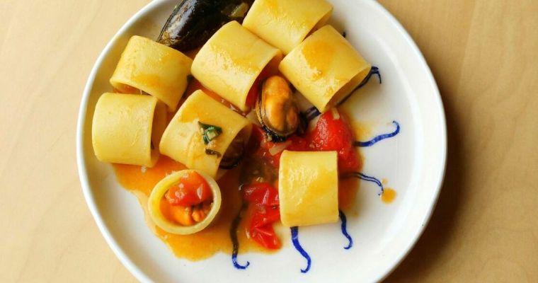 Pasta pomodoro e cozze – Pasta con tomate y mejillones