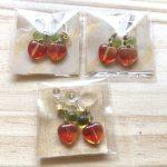 りんごピアスとイヤリング … ¥500 (金具交換は応相談・イヤリングタイプは樹脂)