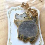No.13 見返り美猫 グレー … ¥1,500  (レジン)(3.4cm × 4cm)