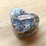 No.6-b ハート … ¥400 (大きさ:2.7cm x 1.5cm)(レジン・樹脂)(金属)(天然石)
