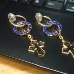 No.170 サークル&クロスのイヤリング(フープ式) … ¥1,600 (縦:5cm)(金具・スワロフスキー)