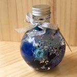 No.93 フラスコ(ブルー) … ¥1,600 (180ml)(バラ・かすみ草・紫陽花・スターフラワー)
