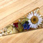No.124 お花のヘアクリップ … ¥1,400 (大きさ:7cm)(レジン・花・ビーズ) (金属アレルギー非対応)