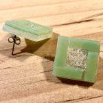 No.14-2 四角いガラスの大ぶりピアス … ¥1,000 (大きさ:2cm)(ガラス・サージカルステンレス)