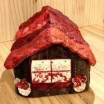 No.133 家型ティッシュボックスカバー(えんじ色の屋根) … ¥3,000 (綿)(大きさ:26cm x 13cm 高さ10cm)