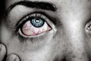 Řežou vás a pálí oči? Může jít o syndrom suchého oka!