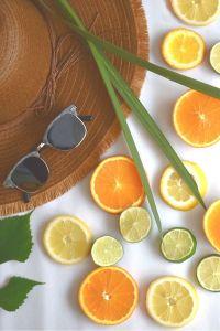 Witamina C - wspaniałym jej źródłem w pożywieniu są m.in. owoce cytrusowe.