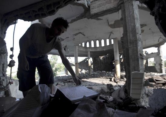 Masjid di Gaza dibom Zionis Israel 5