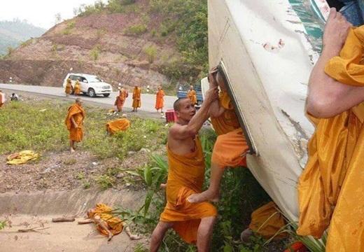Brigade Mujahidin Asia Serang Bus Pengangkut Budhis Srilanka Pembantai Umat Islam 1