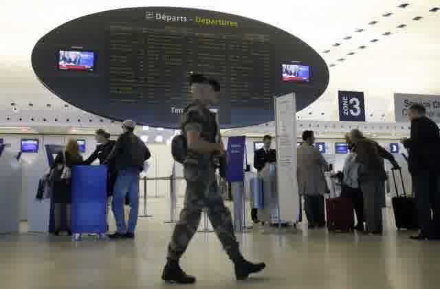 polisi bandara perancis