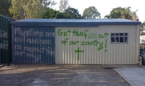Biadab!! Masjid Indonesia di Australia Dicoret-Coret Kata Keji & Lambang Salib