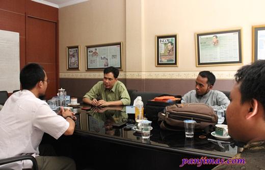 Panjimas Silaturahmi ke Kantor Munarman 1