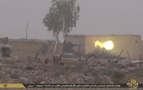 Mujahidin Daulah Islamiyah lainnya mengecoh tentara Syiah Shafaqi dengan menembaki mereka menggunakan senjata berat, agar memudahkan Hanzhalah memasuki pangkalan militer Spiecher, Baiji, Iraq