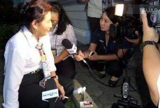Merokok Diruang Publik, Menteri Susi Contoh Revolusi Mental yang Busuk