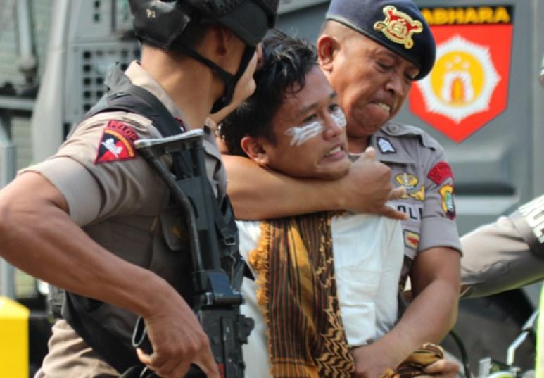 laskar FPI ditangkap aparat