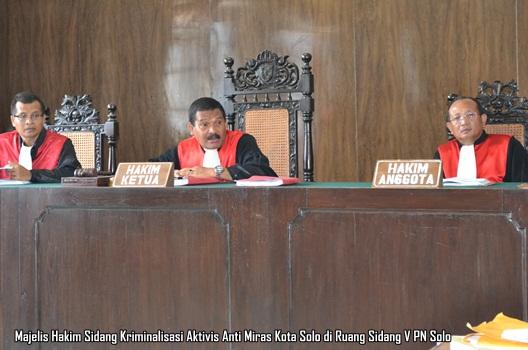 HAkim Sidang Perdana Kriminalisasi Aktivis Anti Miras Solo
