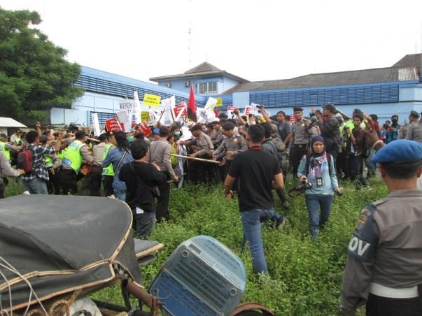 pendukung LGBT Yogya ricuh, saling dorong dg polisi