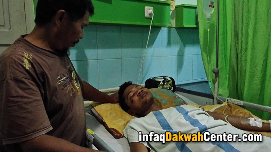 Sugiyono, ayahanda Ustadz Iqbal merawat putra tercintanya