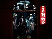 ulica Mula Mustafe Baseskije. Sklep z ubraniami dla muzułmanek.