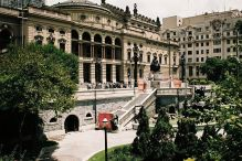 Theatro Municipal de São Paulo, Plac Ramos de Azevedo