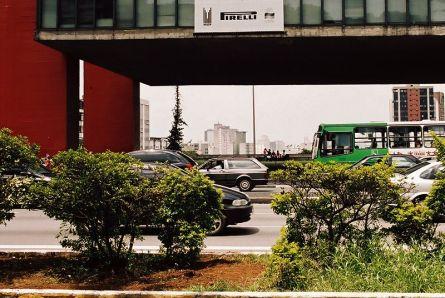 São Paulo- Aleja Paulista - w tle budynek MASP (Museu de Arte de São Paulo)
