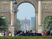 Arc de Triomphe du Carrousel- w tle Łuk Triumfalny