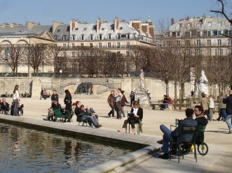 Jardin des Tuileries- nad stawem