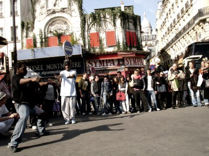 Boulevard de Rochechouart- uliczne występy